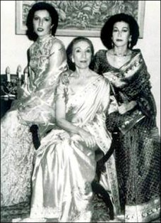 benazir-4-nusrat-bhutto-sanam.jpg