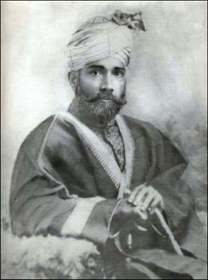 http://farzana.files.wordpress.com/2010/12/maulana-zafar-ali-khan-4.jpg?w=297&h=400