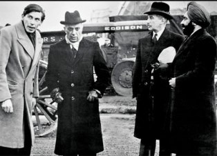 Khushwant Singh (extreme right) with PM Jawaharlal Nehru (second from left) during the first Commonwealth PM's Conference in London in 1962